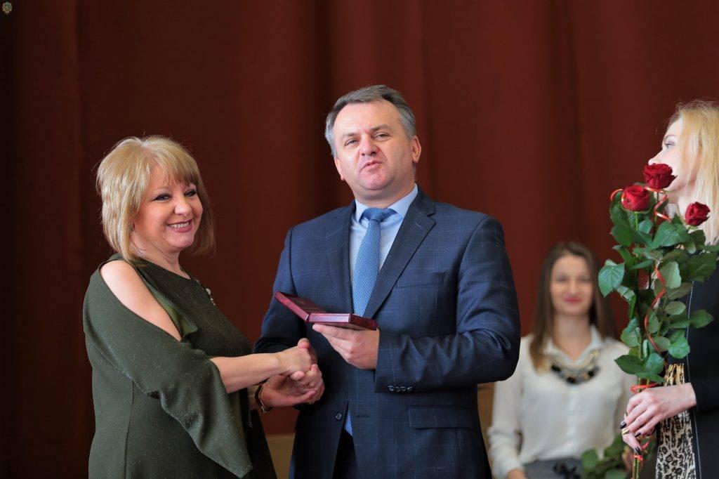 Присвоєно почесне звання «Заслужений діяч мистецтв України»