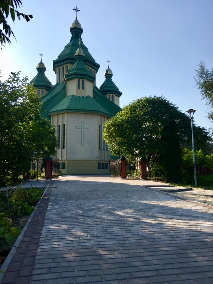 Капітальний ремонт доріжки до храму