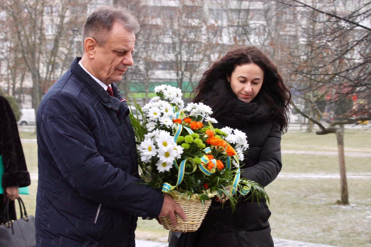 У День соборності України поклали квіти до пам`ятника Т.Г.Шевченка
