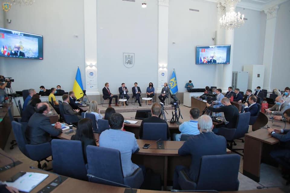 Міський голова Володимир Мацелюх взяв участь у VIII Всеукраїнському форумі місцевого самоврядування